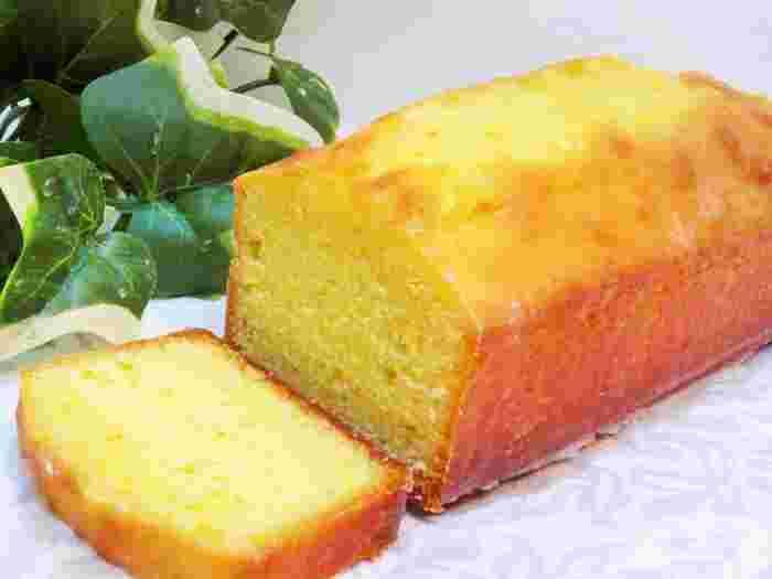 「ウィークエンドシトロン風」のケーキ。レモンの代わりに柚子を使用して、爽やかな香りが漂う少し大人の味に仕上げています。
