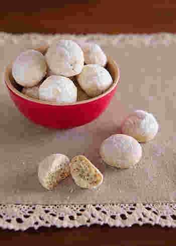 紅茶スノーボールは、食べると香りがふわりと広がります。 お気に入りの茶葉で試してみてくださいね。