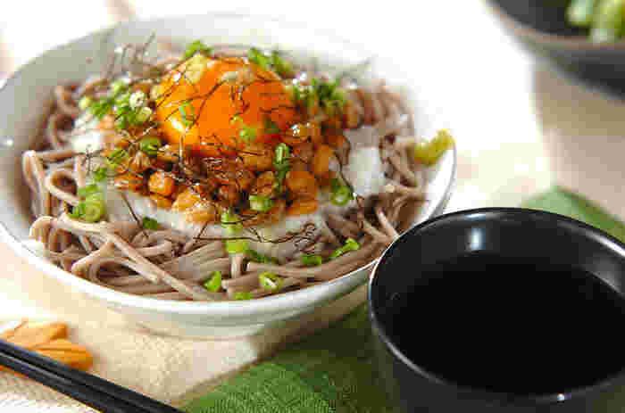 さっぱりした物が食べたいな~と思ったら、トロロ納豆そばがおすすめです。食欲がない日でもスルっと喉に通りますし、身体にも優しいですよ。