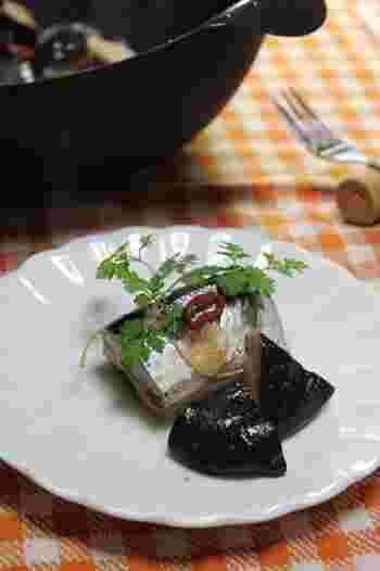魚ってお家で調理するのがめんどくさくて、肉食になりがちではないでしょうか。そんな時に便利なのが電子レンジ調理♪ フライパンで焼く必要がないので、とっても簡単なんです。つけ合わせのキノコに加えて冷蔵庫に余っている野菜を炒めるのも◎。