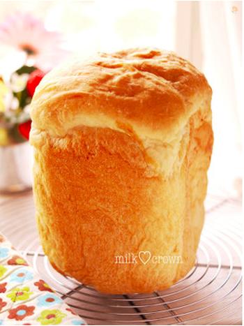 ベーシックな食パンはまずは押さえておきたいレシピですよね。ほんのり甘めの食パンはそのまま食べても、トーストしても美味しいパンです。