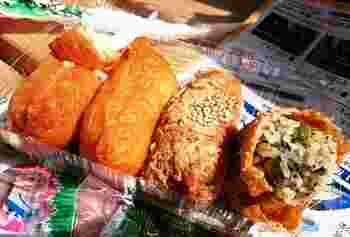 キツネ色のお稲荷さんは、わさび菜入りごはんと白米タイプの2種類の味が楽しめます。テイクアウトのお店なので、晴れた日は公園でいただくのもピクニック気分が味わえて最高です。