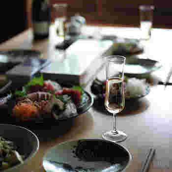 洋食はもちろん、和食のテーブルにも映える素敵なデザイン。ここぞという特別な日やハレの日に使いたいグラスです。