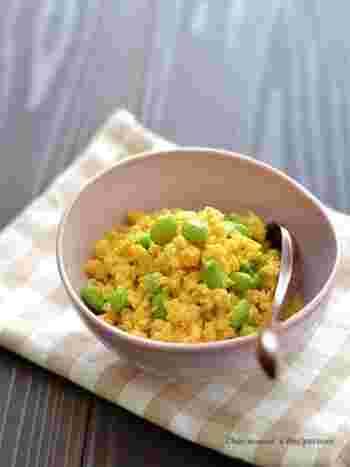 おから+卵で簡単に作れる、おからいり卵はいかがでしょう。食物繊維を多く含むおからを入れることでしっとり仕上がり、身体にも優しい一品。枝豆を入れることで彩りも豊かになります。
