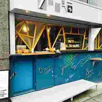 代官山駅からも中目黒駅からも徒歩5分ほどのところにある「フツウニフルウツ」は、テイクアウトでフルーツサンドが楽しめる人気店。営業時間は10:00~18:00なので、ブランチでの利用もオススメです。