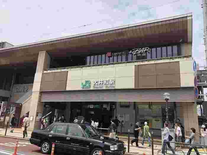 京浜東北線・りんかい線・大井町線の3線が利用できる大井町駅は、品川駅へ3分、東京駅へ12分というアクセスの良さが便利。駅前にはアトレやイトーヨーカドー、ヤマダ電機、阪急大井町ガーデンといった商業施設が揃っており、買い物には不自由しません。品川区役所も近いほか、東口のレトロな飲食街には名店が多く、テレビでもよく紹介されています。