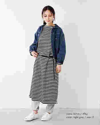 ライトグレーなら、優しく女性らしい印象に。裾に施されたバルーンシルエットが個性的なレギンスは、カジュアルな中にもゆるりとしたかわいらしさを感じさせてくれます。