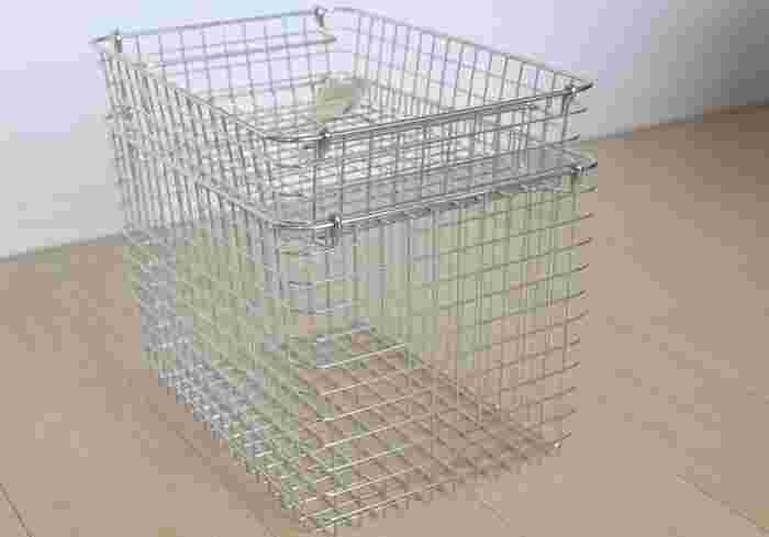 薄型の「ステンレスワイヤーバスケット2」と、深めの「5」を組み合わせたダブル使い。使いたい場所や収納するもののサイズに合わせて組み合わせを調節できるのがメリットです。