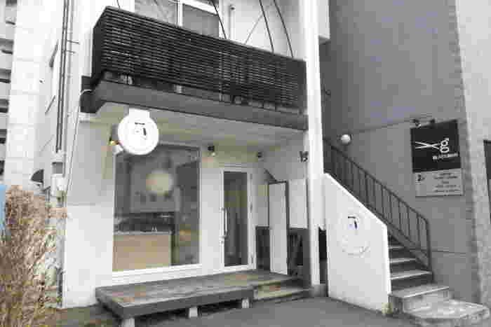 2015年1月にオープンしたばかりのとても新しいお店です。地下鉄東西線円山公園駅近くにひっそりと佇むお店。和菓子店には見えないくらいおしゃれです。