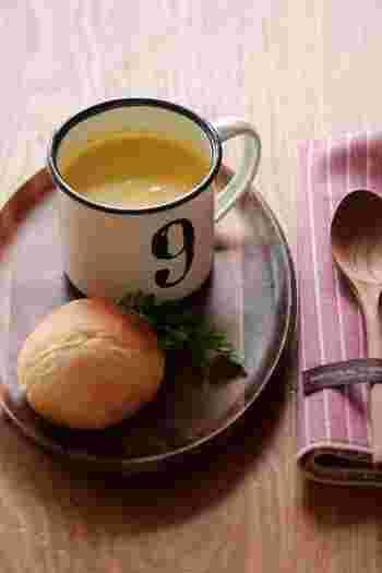 こちらはかぼちゃのクリーミーなポタージュスープの素。かぼちゃの他ニンジン、玉ねぎなどをコトコト煮込んでペースト状にします。食べる時は牛乳で溶いて。冷凍保存も可能です。
