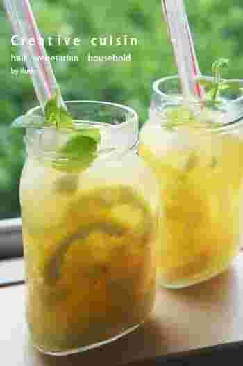 ■デトックス♪ピーチ&パイン&レモンジャー炭酸ジュース  ビタミンCがたっぷりなフルーツ入り炭酸でサッパリとした口当たり。炭酸水だけでは物足りない方は微弱炭酸ジュースでも◎。果肉をストローで潰しながら楽しんで下さい。