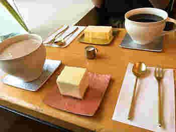 そんな「abeki」のフードメニューはチーズケーキ、ホワイトチョコレートチーズケーキ、チョコレートケーキの3種類しか置いてないというこだわりよう。なかでも、一番人気は、「ホワイトチョコチーズケーキ」だそうですよ。