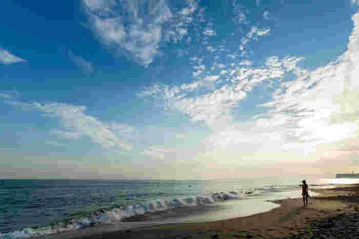 仕事の忙しさや都会の喧騒に疲れてしまったとき、ちょっと足を伸ばして海に行ってみませんか?広大な海を眺めているだけで、大自然のエネルギーがチャージできますよ。鎌倉や江ノ島などは、都心からも気軽に行くことができるのでおすすめです。