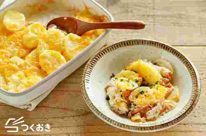 鮭とポテトにクリームソースがとろっとからんで絶品。鮭の皮は臭みが出るので下準備のとき取り除いておくのがポイント。