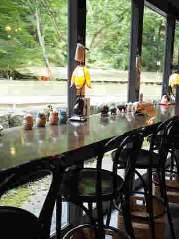 カフェのカウンターにも、雑貨たちがズラリ。ほっこりと優しい空間がお出迎えしてくれます♪