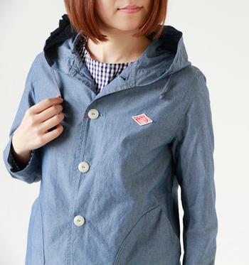くったりやわらかで、ラフに楽に着られるダウンプルーフジャケット。大き目ボタンが可愛らしい。一枚仕立てで、とても軽くシャツ感覚でさらりと羽織れます。