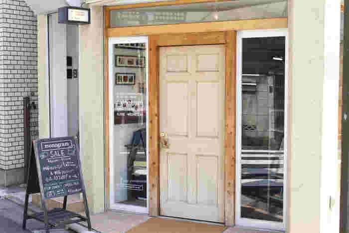 お店があるのは東急東横線「学芸大学駅」から歩いて1分ほどの住宅街。