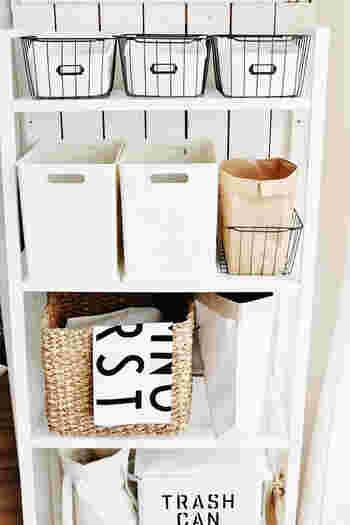 お気に入りのかごや、おしゃれなバックや紙袋などを使った「ざっくり収納」は、片付けが苦手な方にもオススメの収納法。今回は思わずマネしてみたくなる、ざっくり収納のアイデアをたっぷりとご紹介していきます!
