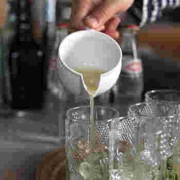 こちらのジューサーは下の部分がピッチャーになっているので、絞った果汁をそのまま器にうつすことができます。