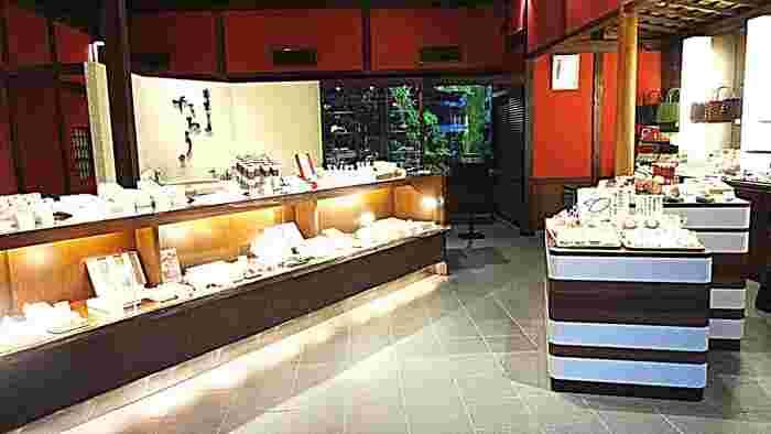 とくに鬼川店では、和菓子の購入の他、甘味処も併設されているので、店内でゆったりと美味しい和菓子をいただくことができます。