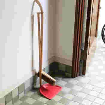 お気に入りの掃除道具は見つかりましたか?インテリアとしても利用価値がありますから、置く場所の雰囲気に合わせて選んでみるのもいいですね。