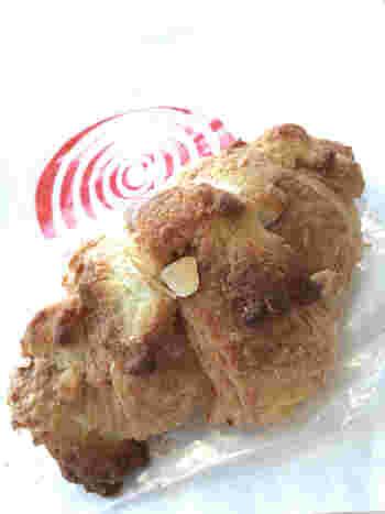特に人気があるクロワッサン・ダマンド。サクサクで贅沢な味わいです。