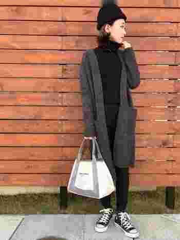 いろんな着まわしに使えるロング丈の羽織ものは依然として人気のアイテム。ロングカーティガンは、寒暖差が激しいこの時期は体温調節もしやすくて便利ですね。縦長効果でスタイルアップもばっちりです。