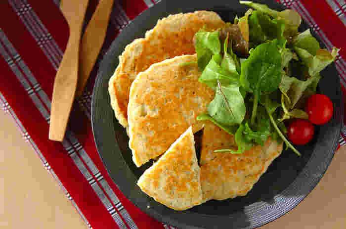 白だしとジャコが入った、和風のパンケーキ。カルシウム豊富で、和食とも合いそうですね。