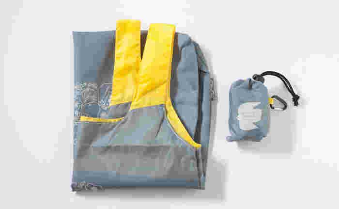 ショルダーバッグだと小さくてお土産が入らない!という方も多いかもしれません。そんな時のために、コンパクトに折りたためるサブバッグを鞄にしのばせておくと、とても役に立ちますよ♪