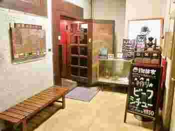 日比谷線・東西線の茅場町駅からほど近いビルの地下1階にある「珈琲家」は、オフィス街の中にある、ホットケーキの隠れた名店なんですよ。
