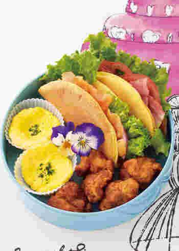 口溶けのよいオムレット生地に、サーモンとお野菜を包んだ二種類のサンドです。サンド自体はほんのり甘いので、おかず系の具材とも相性抜群◎。彩りもいいので、ピクニックに持って行くのもいいですね。
