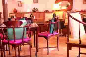1階はお茶の道具や中国茶を販売しており、2階では初めて見るような珍しいお茶をいただく事ができる喫茶になっています。異国情緒漂う店内は中国映画のワンシーンのようでとっても素敵。