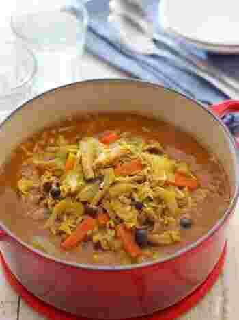 糖質制限中にもぴったりの、野菜たっぷりカレー風アレンジ。カレールウは使わずにカレー粉で味つけするので、あっさりめでどこか懐かしい味わいです。