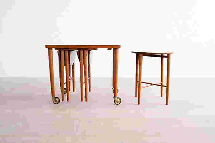 コンパクトに収納でき、必要なときに取り出して使えるネストテーブルもおすすめ。