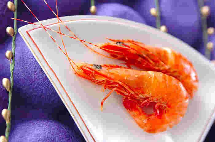 揚げたり、焼いたり、蒸したり、お刺身で頂いたり…と、様々な調理法が楽しめるのも魅力のひとつです。今年もあと僅か、人が集まる機会も多くなるこの季節。エビを使ったお料理で食卓を囲んでみてはいかがでしょうか!