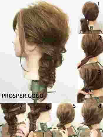 【太めフィッシュボーンの作り方】  1. 髪を1つにまとめサイドで結びます。 2. サイドにまとめた髪を一度くるりんぱ。 3. 毛束を2つに分けて、交差させます。 4. それぞれの外側の髪をひと束とってクロスさせ、毛先まで編んだら完成。