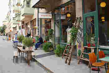 北欧雑貨や古着のショッピングを楽しみたいなら、セーデルマルム(Södermalm)地区にたくさんあるセカンドハンドショップやヴィンテージショップを覗いてみては。カフェや雑貨屋さんなども多いエリアです。地下鉄グリーンラインのSlussen駅、Medborgarplatsen駅、レッドラインのMariatorget駅周辺。
