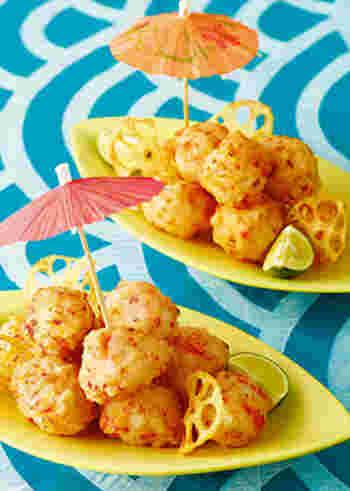 おせち料理で活躍してくれる海老には、こんな使い方もありますよ。焼くのではなく揚げることでカリカリに♪一口サイズで食べやすく、紅白の彩りで縁起も良い一品です。