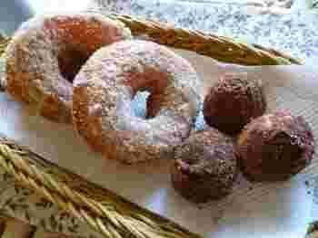 ドライイーストのように手軽につかえる天然酵母「白神こだま酵母」でイースト発酵させる、ドーナツ。お子さんのおやつにぴったりですね。