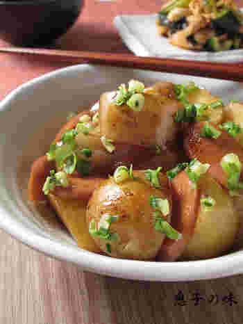 新ジャガイモは皮付きがおいしい!レンジで温めてから炒めるから、時短レシピとしてもおすすめ。煮物を食べたいけれど時間がない&食材がないという時にも、このレシピが大活躍してくれるのでは?