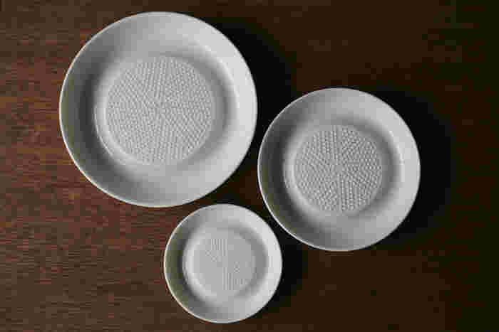 サイズも3種類あり、おろす食材の大きさや、おろし具合の好みでサイズやタイプを選べます。「大」と「中」は定番の大根や人参の他、チーズをおろすこともできます。
