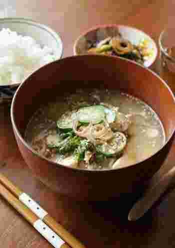 郷土料理として有名な冷や汁。ご飯にかけてさらさらと食べられるので、夏バテで食欲が無い時にも食べやすくておすすめです。