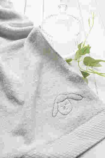 刺繍部分は10cm×10cmサイズ。絵を小さく描くことが苦手なお子さんでも大丈夫。大きなイラストは縮小して、調整してからの制作なのでダイナミックな筆致をそのまま生かせますね。