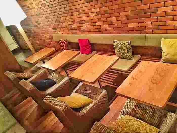 この他ソファー席やチェアー席もあり、一人でも入りやすく様々なシーンで利用できます。