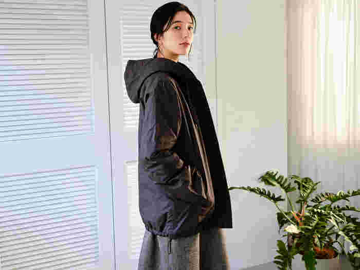 例年に比べて、寒くなるといわれている今年の冬。アウターにも定評のある『パオデロ』の人気アイテム、リバーシブルアウターが到着しました。リサイクル可能な、100%天然由来の羊毛のみを使った中綿を使用。家庭での洗濯も可能なので、気になるお手入れが簡単です。