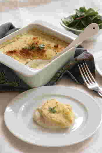 ブランタードは、煮込んだ白身魚とじゃがいもを混ぜてピュレ状にした南フランスの家庭料理。 鱈を牛乳やスパイス、じゃがいもと煮てからフードプロセッサーでペースト状にし、耐熱皿へ。火が通っているため、オーブンで焼き色をつけたら完成です。カリッフワッとした食感を楽しみながら、白ワイン+バゲットと一緒にどうぞ。  鱈のにおいが気になる場合は。↓↓
