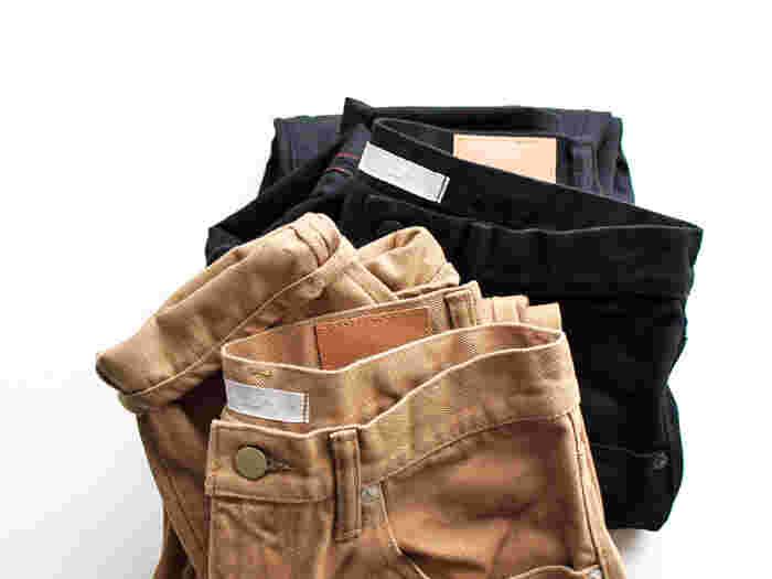デニム好きな彼や家族に教えてあげたくなるパンツがこちら。デニムを中心とした日本のブランド「HATSKI(ハツキ)」の5ポケットデニムです。股上が深めでゆったりしつつも、膝下から強めのテーパードがかかったバランスの良い美しいシルエットが魅力。