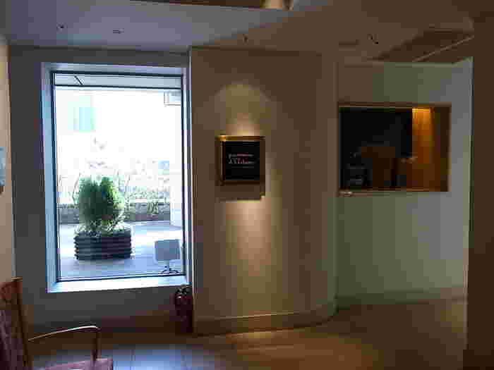 最後に紹介するのは、東京駅のほど近く、丸ノ内ホテルの8階にあるレストラン、<ポム・ダダン>です。アクセスが良く、ここで朝の時間を過ごした後、次の行動を移しやすいので便利です。