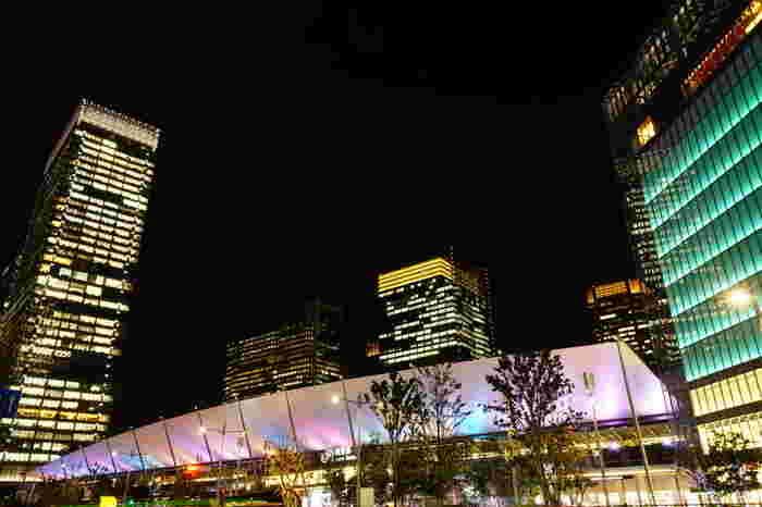 Tokyo Colorsでは、東京駅八重洲口のグランルーフで開催されるイルミネーションです。