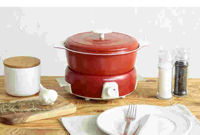 こちらは、煮る・焼く・蒸す・揚げるのマルチな活用ができる電気鍋「グリルポット」。直火にもかけられますので、キッチンで下ごしらえをして、卓上で火にかけながらあつあつを楽しむこともできます。お友達を招いたときなどにも便利ですね。